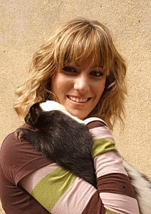 "October 2006. Park ""Faunia"", Madrid (Spain). Spanish singer Edurne with a skunk."