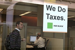 Tax Preparers Help Last-Minute Filers As Tax Deadline Looms