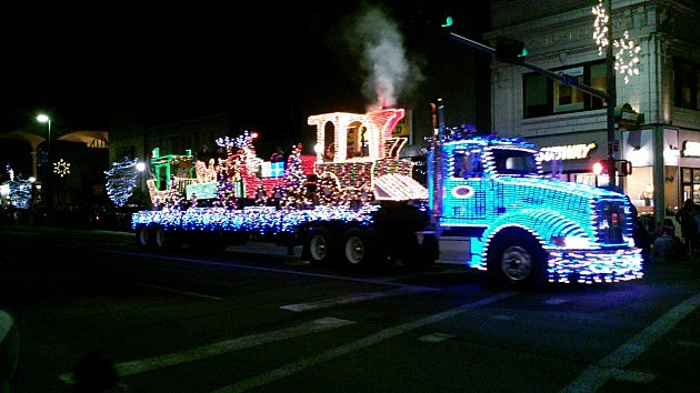 yakima lighted parade attracts large crowds
