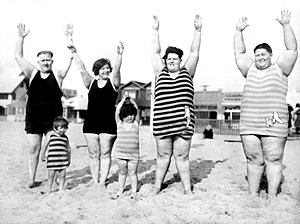 World's heaviest family on holiday - 1929